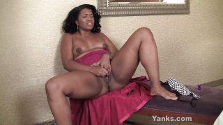 Amateur Ebony MILF Masturbating