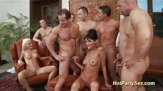 Groupsex double penetration orgy